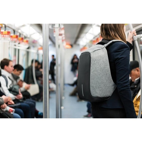Sivý bezpečnostný batoh XD Design Bobby