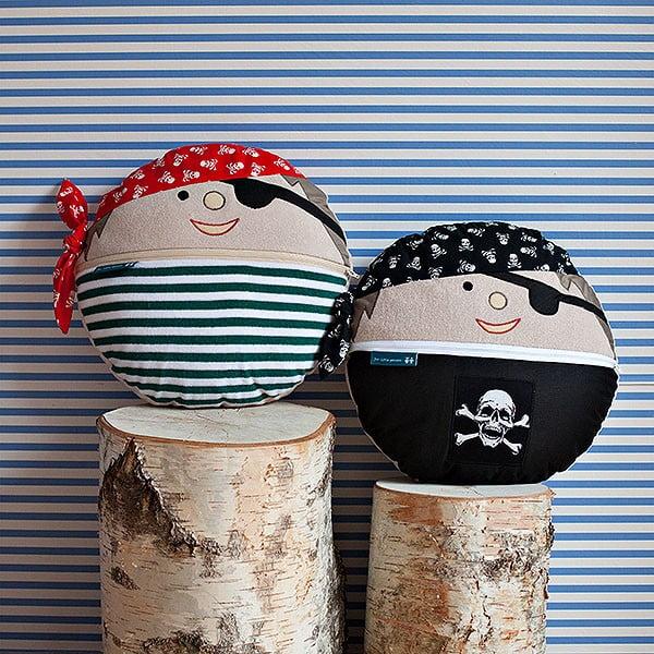 Pirát Vilém s červenou šatkou
