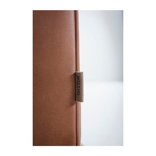 Koňakovohnedá štvormiestna pohovka z byvolej kože s konštrukciou z dubového dreva Gazzda Fawn