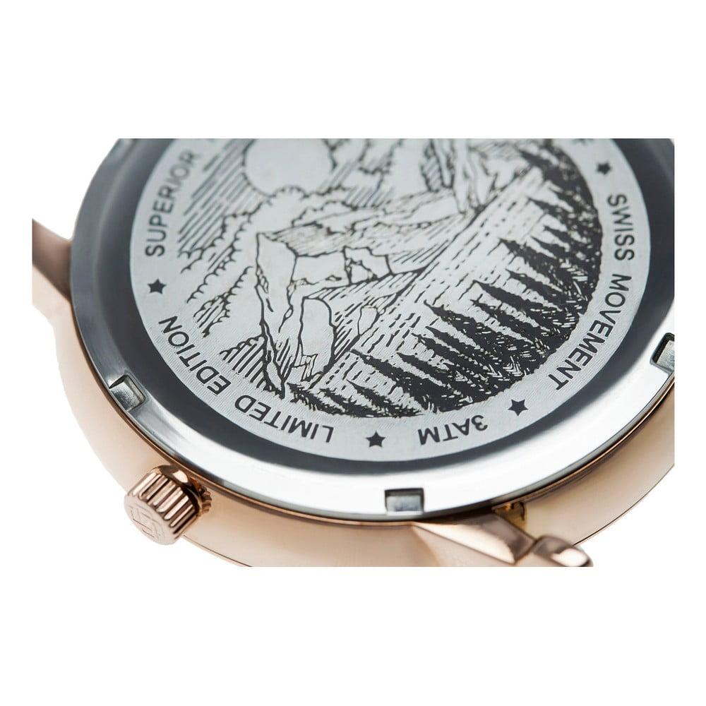 Pánske hodinky s tmavozeleným remienkom z pravej kože Frederic Graff Grunhorn Ak hľadáte jeden jediný prvok, ktorý môže pozdvihnúť váš celkový vzhľad a štýl, potom sú hodinky tým pravým riešením.  Tento štýlový kúsok od značky <b>Frederic Graff</b> s remienkom z pravej kože bude doplnkom, na ktorý sa môžete spoľahnúť.  Strojček je navyše typu <b>Ronda Movement</b> - švajčiarska klasika, na ktorú sa môžete spoľahnúť.