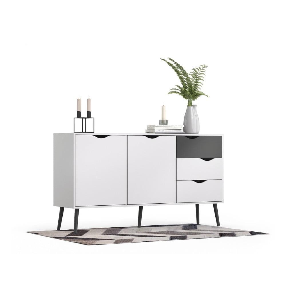 Biela komoda s 3 zásuvkami a čiernymi detailmi Evergreen House Delta Kolekcia nábytku Delta od značky <b>Evergreen House</b> prinesie k vám domov trochu škandinávskej atmosféry s prívetivou tvárou.