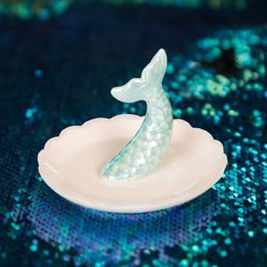 Keramický dekoratívny tanierik Now or Never Mermaid Tales, ⌀ 10,5 cm