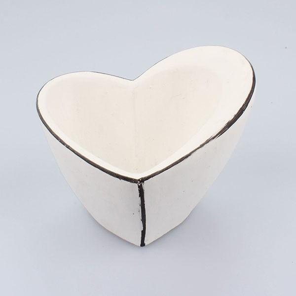 Biely betónový kvetináč Dakls Small Vintage Heart