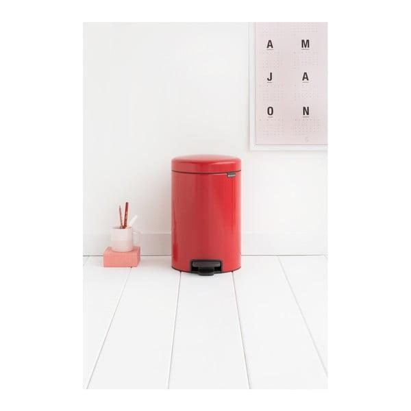 Červený pedálový odpadkový kôš Brabantia Newicon, 12 l