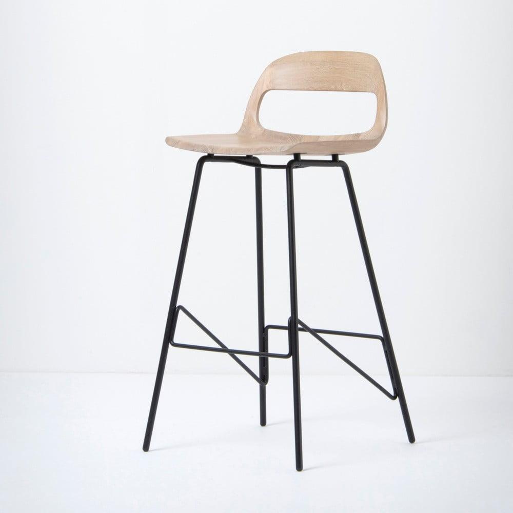Barová stolička so sedadlom z masívneho dubového dreva a čiernymi nohami Gazzda Leina, výška 94 cm