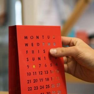 Magnetický kalendár na sôůl Perpetual Calendar, červený