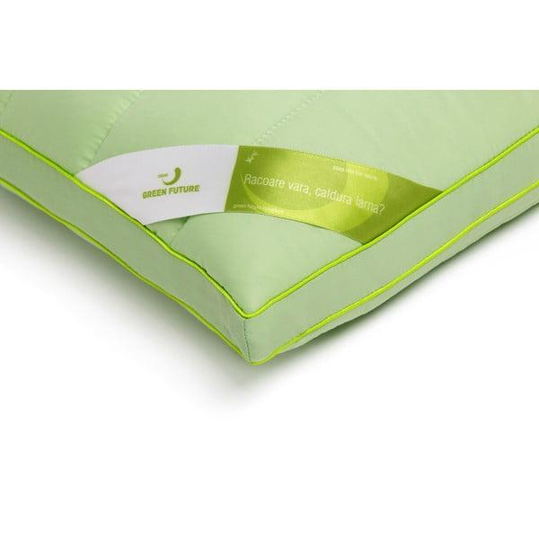 Zelený vankúš s bambusovou výplňou Perna Nature Green Future, 60 x 60 cm