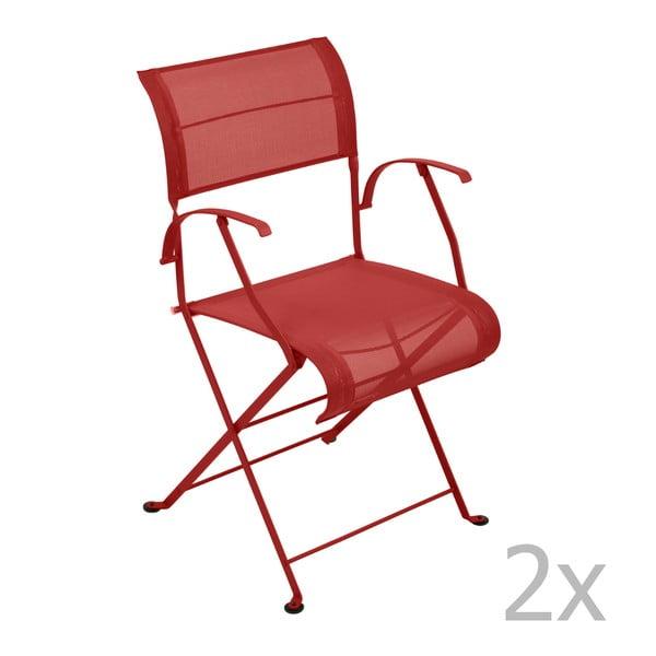 Sada 2 sýtočervených skladacích stoličiek s opierkami na ruky Fermob Dune