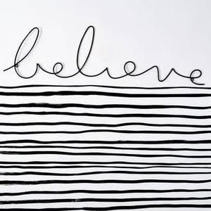 Dekoratívny nápis Believe Wire