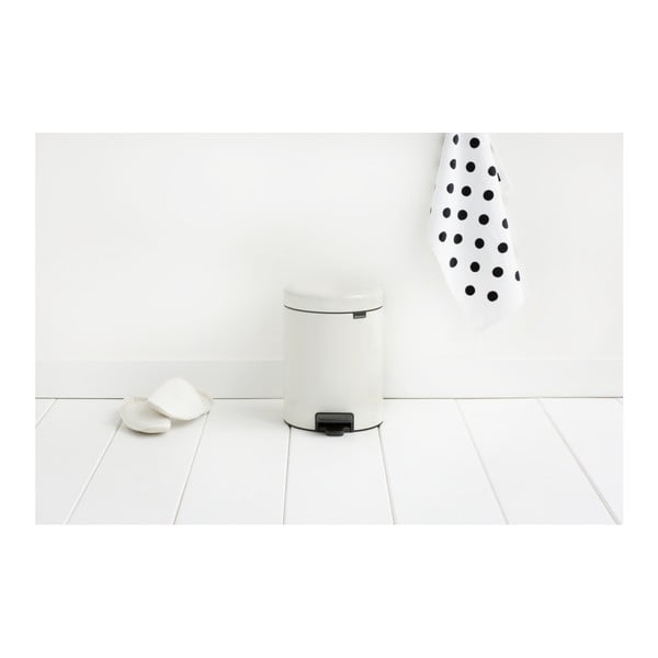 Biely pedálový odpadkový kôš Brabantia Newicon, 5 l