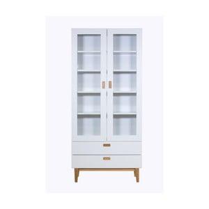 Biela vitrína s detailmi z dubového dreva a drevenými policami Wermo Eelis