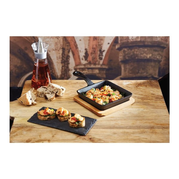 Liatinová panvička s dreveným podnosom Kitchen Craft Master Class