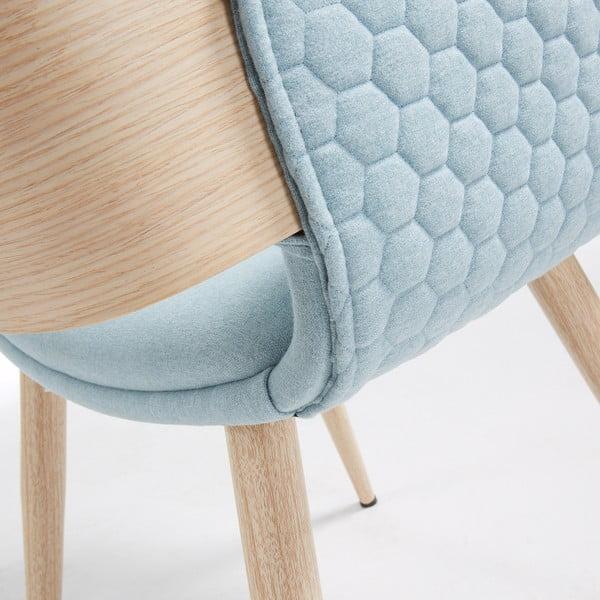 Svetlomodrá stolička s drevenou podnožou a opierkami La Forma Andre