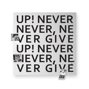 Magnetická tabuľa dESIGNoBJECT.it Never Give Up, 50 x 50 cm