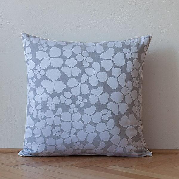 Vankúš s výplňou Light Grey Flowers, 50x50 cm
