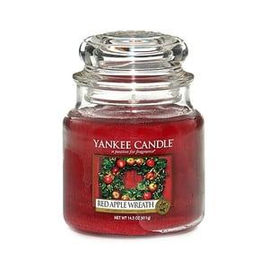 Vonná sviečka Yankee Candle Veniec z červených jabĺčok, doba horenia 65 - 90 hodín