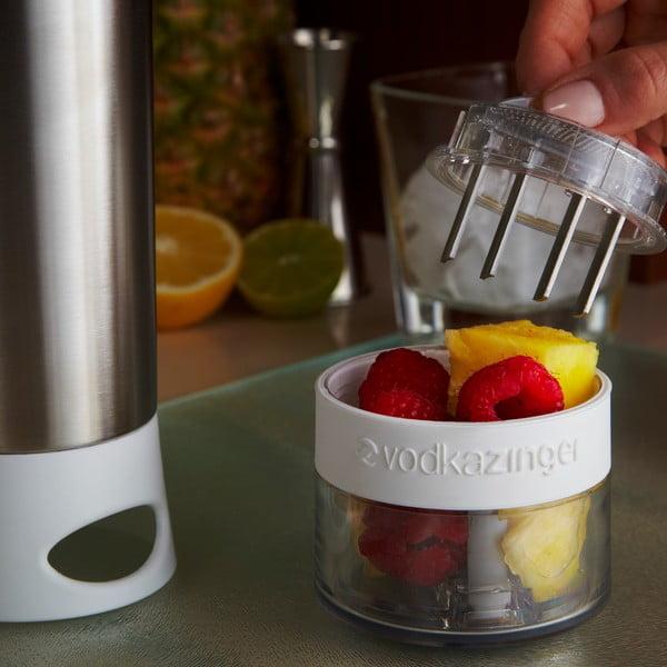 Vodkazinger,fľaša na vodku a ovocie