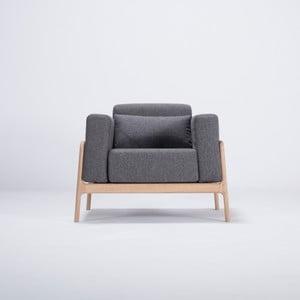 Kreslo s konštrukciou z dubového dreva s tmavosivým textilným sedadlom Gazzda Fawn
