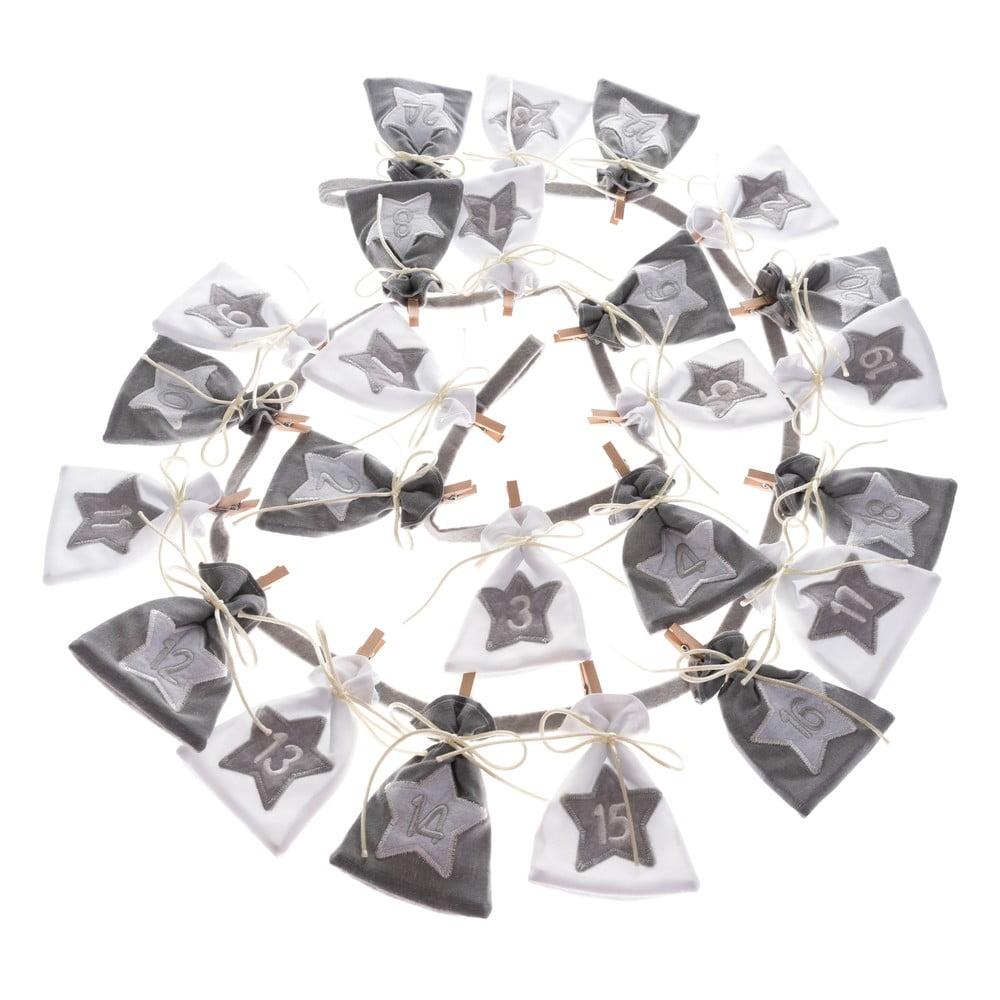 Textilný adventný kalendár z vreciek Dakls, dĺžka 68 cm