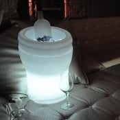 Náladové záhradné svetlo a chladič na víno Illuseo