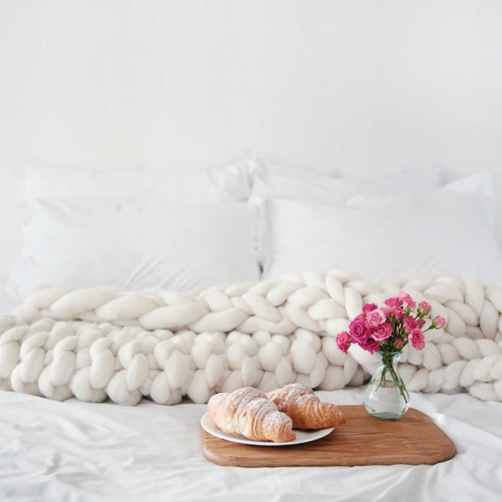 Krémová ručne tkaná deka z merino vlny Concepttual Chunky, 125 x 130 cm